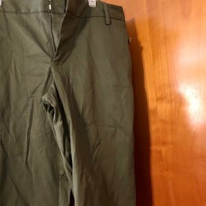 Dressy/casual olive Capri/crop pant. Barely worn.